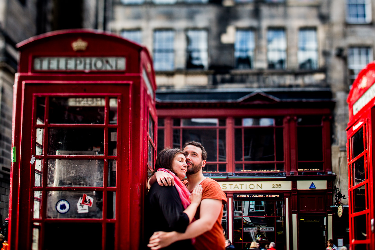 Engagement und Paarshooting in Edinburgh Telefonzelle