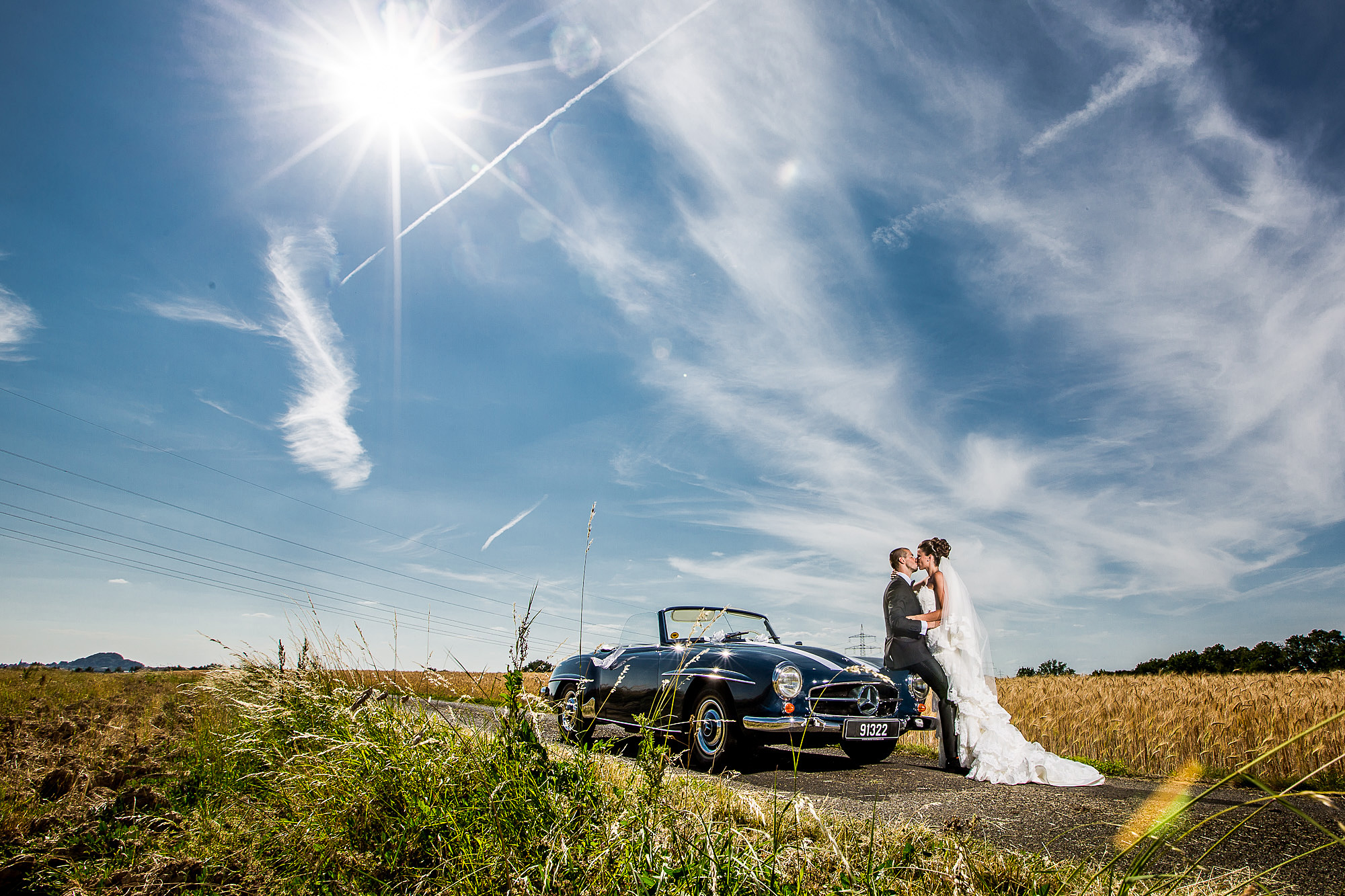 Luxemburg, Hochzeitsauto, Mercedes, Portrait, Traumhochzeit, Traumwetter, Kornfeld, Kiss, Bride, Weddingdress, Dreamdress, justwhite, groom, suit, excitement, love, kisses, Hochzeitsfoto