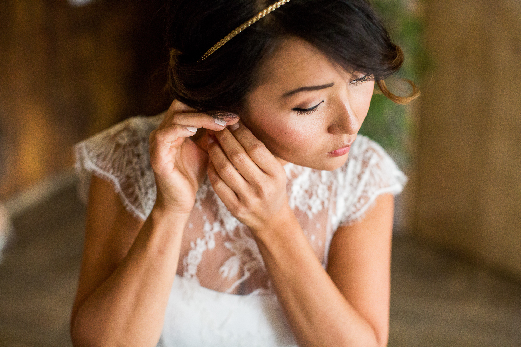 Luxemburg, Hochzeit, getting ready, bride, hair and make up, earrings, jewellery, excitement, love, wedding day