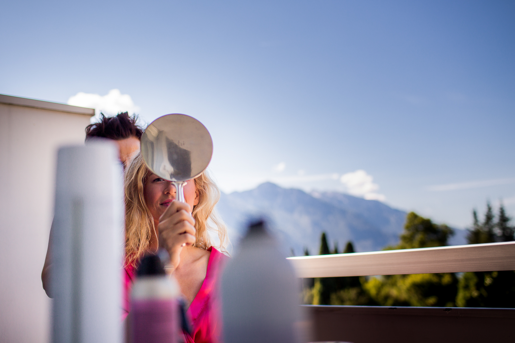 Bride getting ready, hair and make up, hochsteckfrisur, brautfrisur, spiegel, mountain view