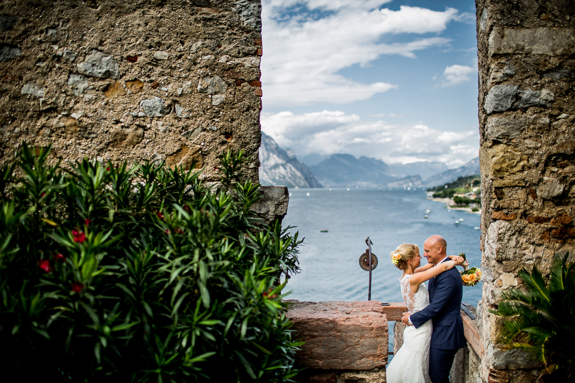 Hochzeit, portrait, Gardasee, Hochzeitspaar, view, Ausblick, castello, malcesine, see, sport, in love, happy, married, shooting, hochzeitsfotos,